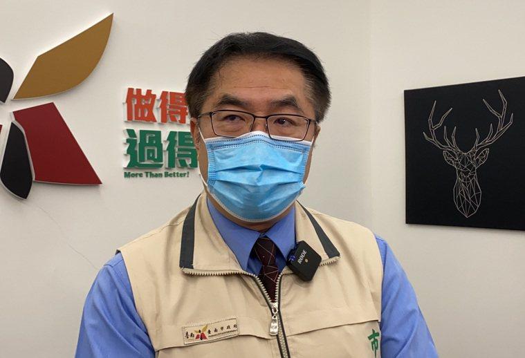 台南市長黃偉哲今天改口宣布「餐廳、夜市禁止內用」。記者鄭維真/攝影