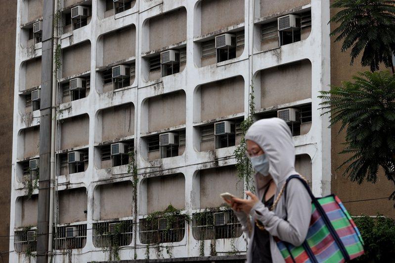 行政院長蘇貞昌已鬆口應考慮七月不實施夏月電價,立委更透露本周四就要拍板。經濟部已準備好「住宅用電大戶不列入減免」的方案,希望能達到節電效果。 聯合報系資料照