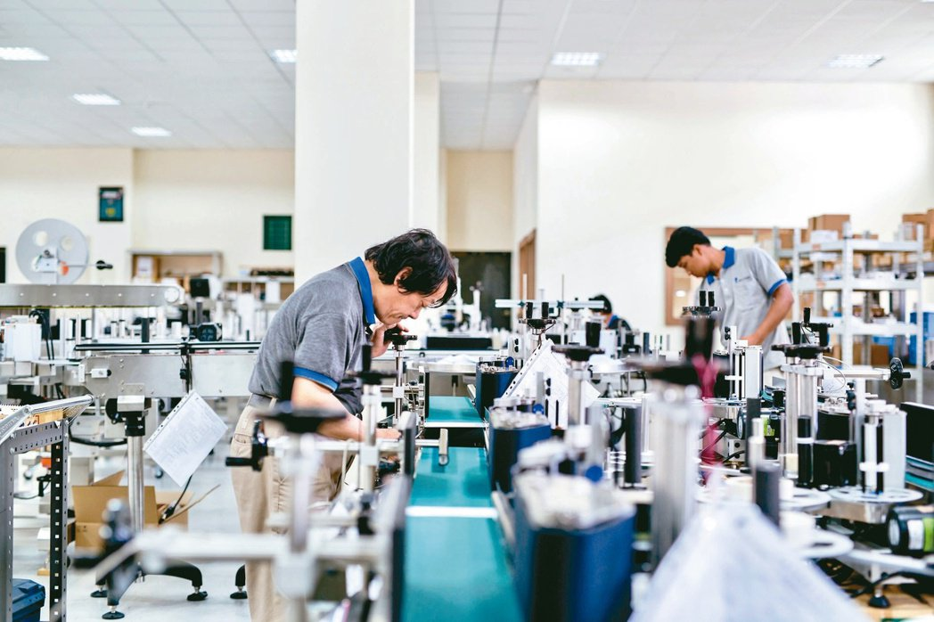 耿舜企業一年出口的貼標機將近900台,是台灣最大的貼標機出口商。耿舜/提供