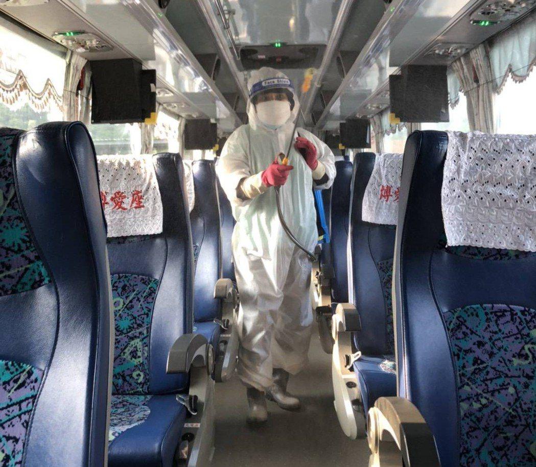 國光客運今天晚間表示,確診案例15295搭乘車輛已加強清潔消毒完成。圖/國光客運...