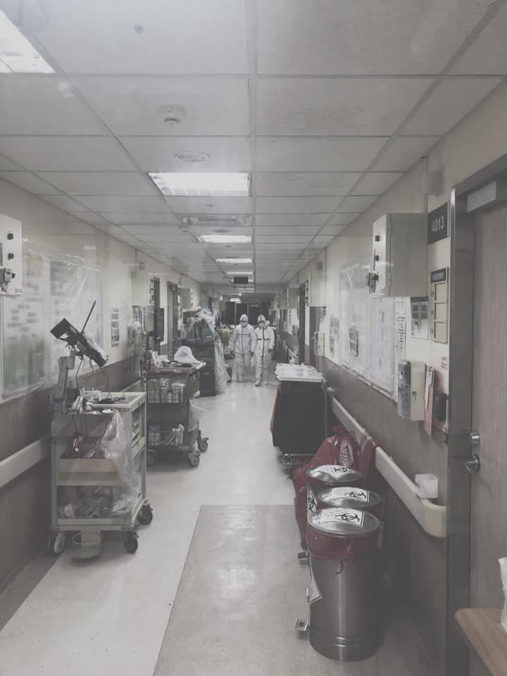 護理師朱冠霖認為,許多人因為疫情被迫分離,在隔離病室的病人,處在不熟悉的環境,容...