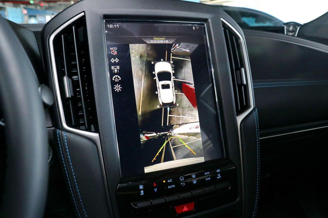AR View+行車AR影像系統,透過12吋多功能HD觸控螢幕,擁有360度環景...