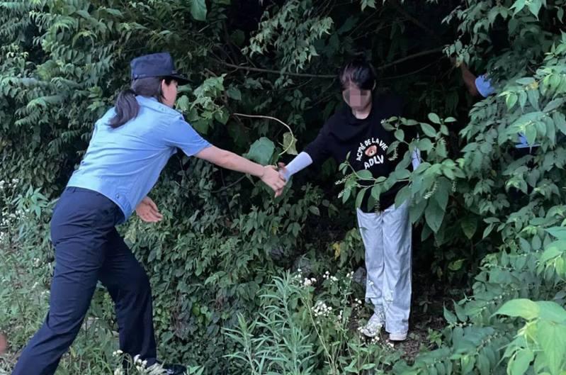 浙江紹興本月初就有多名少女因追星而被困深山,最終要出動警方才一一被救回。圖/取自澎湃新聞