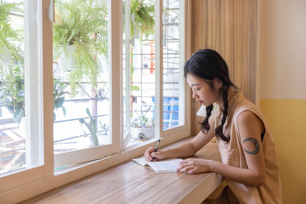 「晶晶」大學時曾到菲律賓當國際志工,受到當時經驗的啟發,也影響了她後來工作追求的...