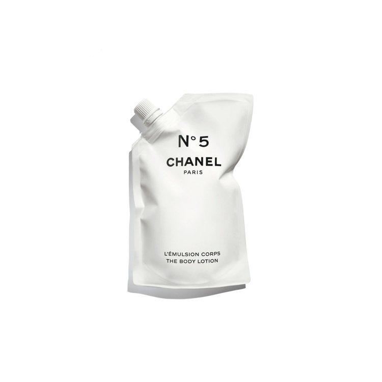 香奈兒5號工場立袋身體乳液/200ml/2,570元。圖/香奈兒提供