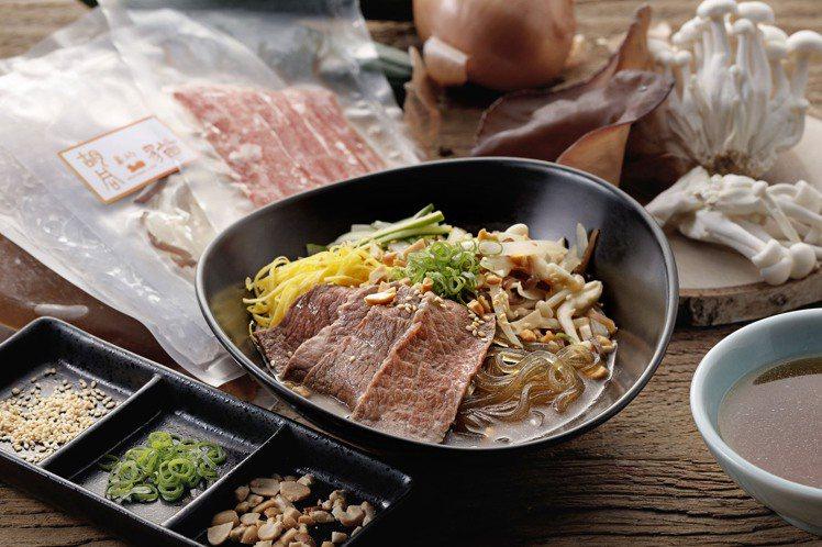 椒麻蔬菜水梨葛條牛小排,可選擇是搭配熱湯或是冷湯品嚐。圖/胡同提供