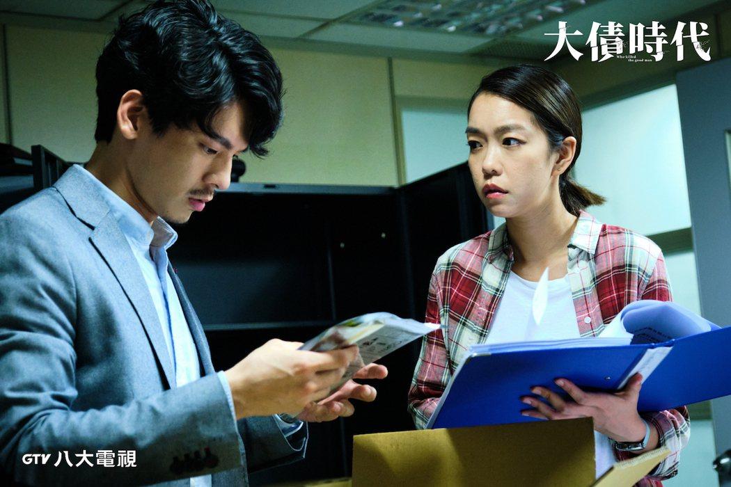 李霈瑜(大霈)(右)、林柏宏主演「大債時代」。圖/八大電視提供