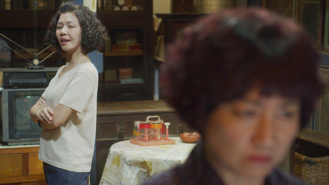于子育(左)、 楊麗音在「俗女養成記2」中上演8點檔戲碼。圖/華視、CATCHP...