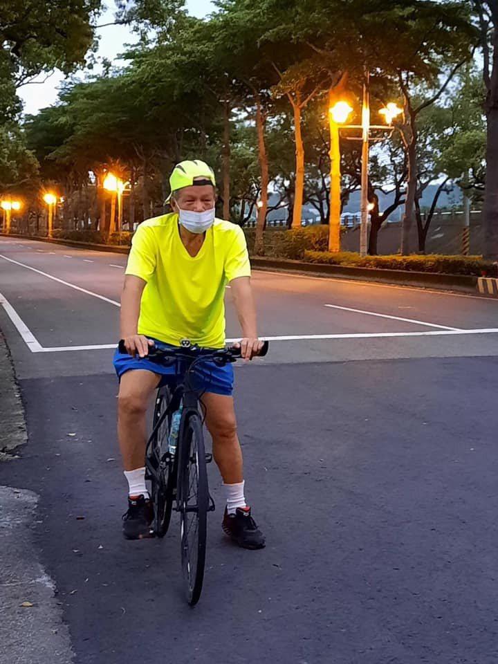苗栗市前市長邱炳坤昨天騎自行車運動,在經國路、新東大橋附近車禍受傷送醫。圖/擷自邱炳坤臉書