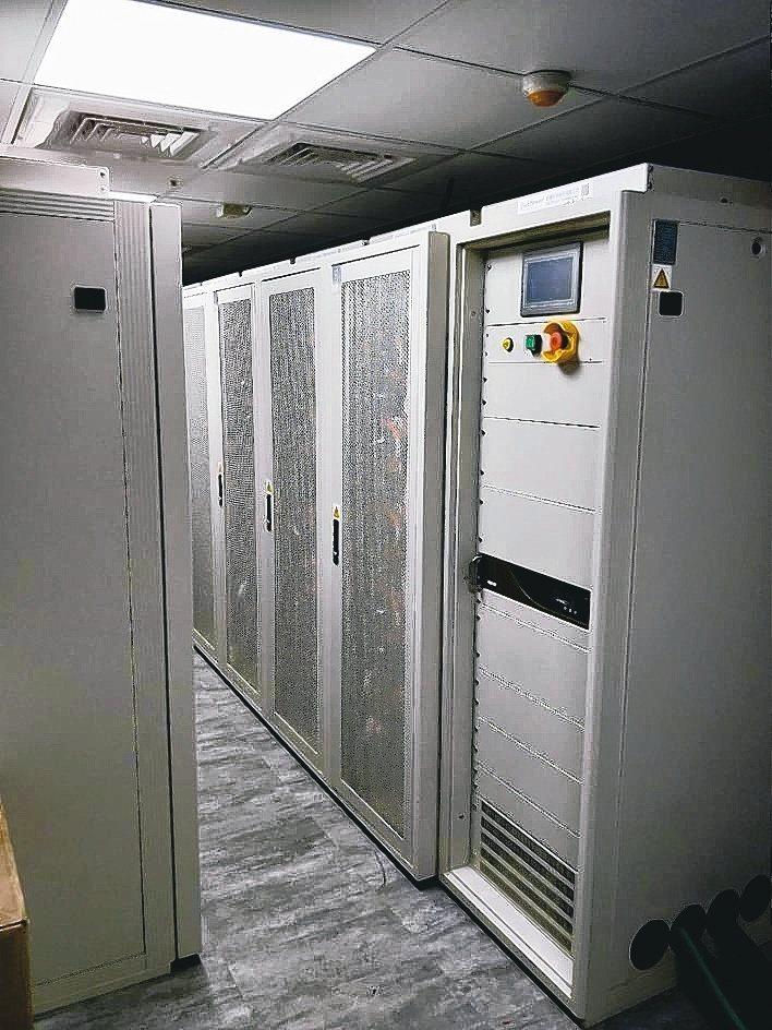 創揚科技可依據客戶規格自主開發儲能陣列與系統。創揚/提供