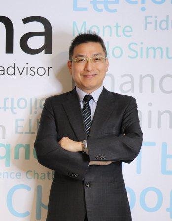 阿爾發證券投顧總經理陳敏宏指出,機器人理財透過演算法分析出最佳投資組合,是資產管...