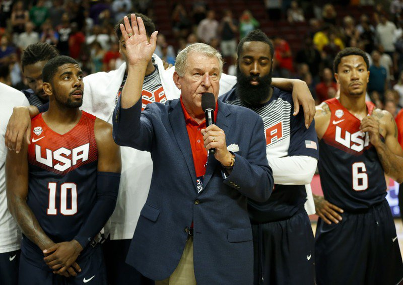 美國男籃總監柯蘭吉洛(舉手者)曾是太陽總管。 歐新社