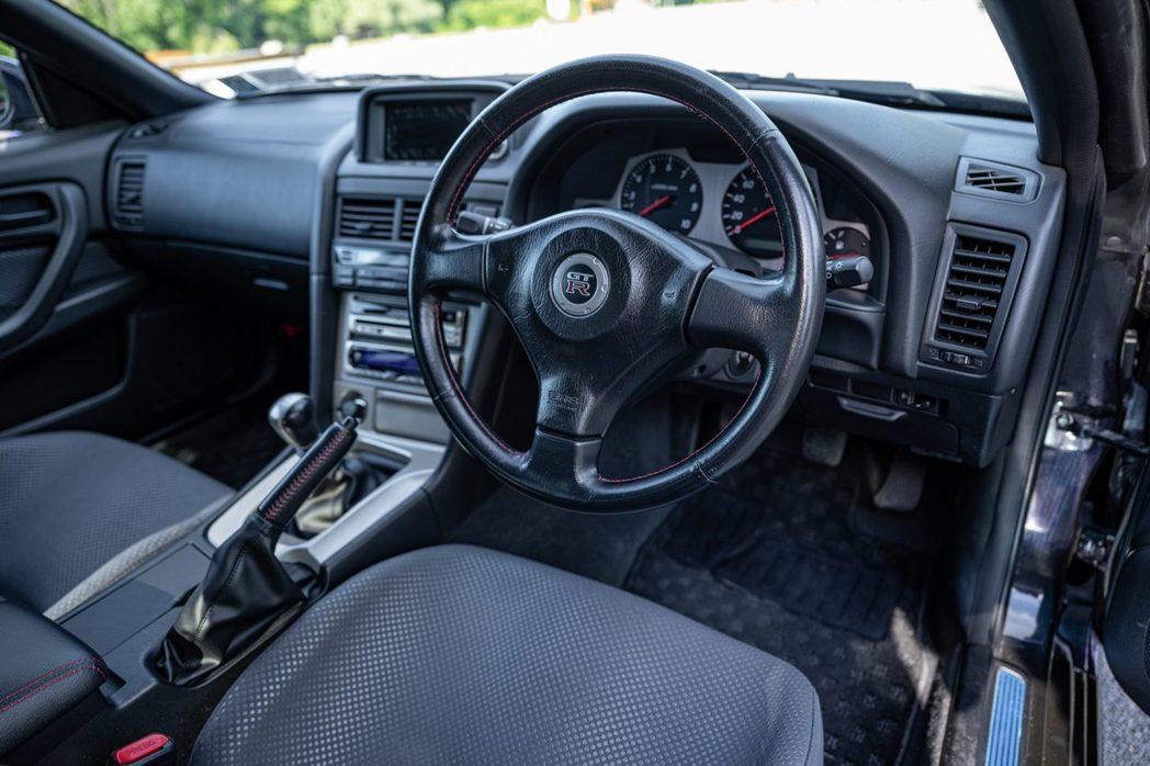 方向盤和前儀表板都保持著不錯的狀態。 摘自bringatrailer