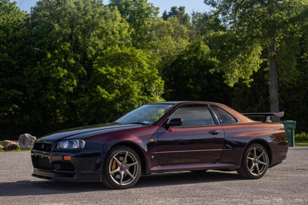 一輛Nissan Skyline GT-R V-Spec Midnight Pu...