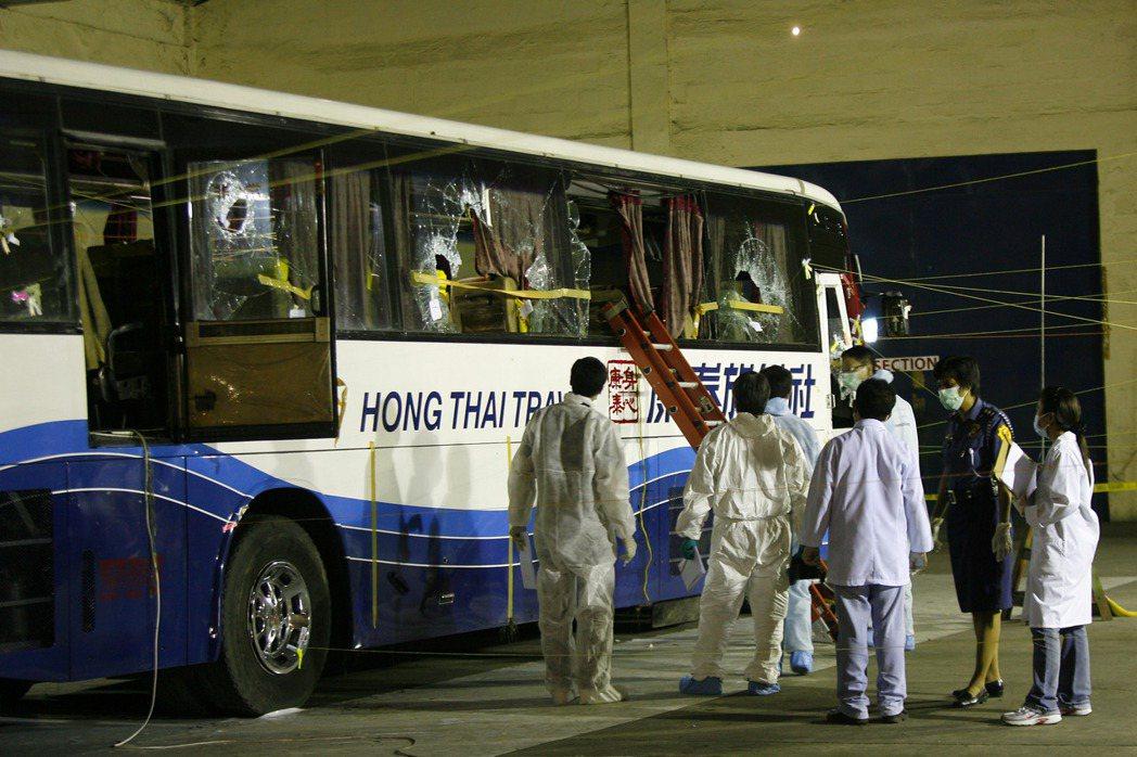 馬尼拉香港人質危機發生後,香港派遣調查人員和法醫小組到當地出事的公車上做調查。...