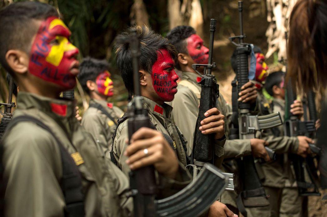 菲律賓部分地方組織親近擁有地下武裝勢力的菲律賓共產黨,即便只是認同左派的理念,不...