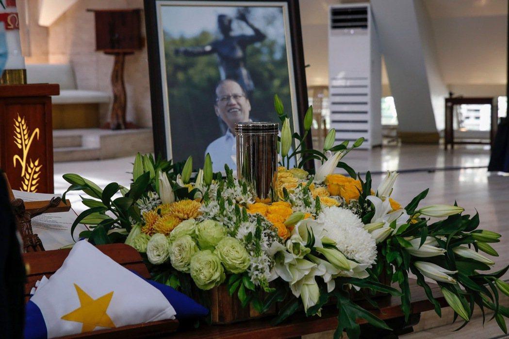 圖為艾奎諾的葬禮現場,他將被安葬在馬尼拉一座墓園,旁邊即是其已故雙親。 圖/歐新...