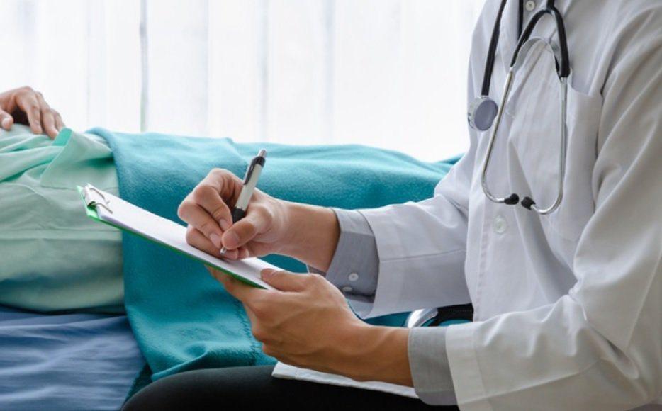 圖/freepik 投保時,保單上都會列出「除外責任」或「不保事項」。若你選擇醫...