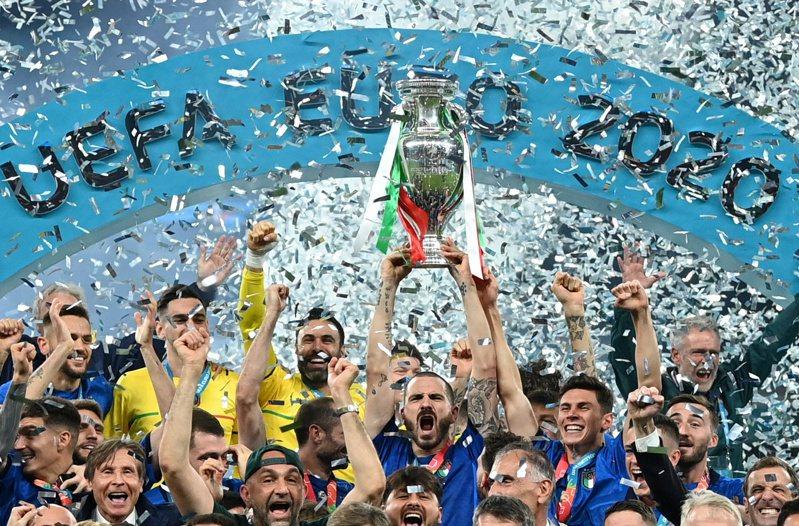 醫學專家指出,義大利在歐洲國家盃足球賽奪冠一事助長了病毒擴散。 路透