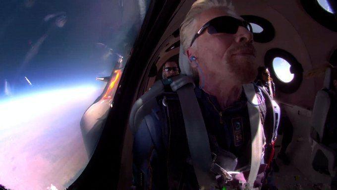 維珍銀河公司老闆布蘭森完成太空之旅。(取自布蘭森的推特網頁)