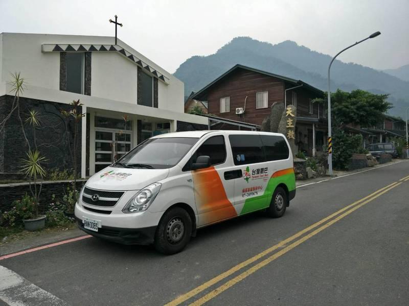 台灣觀巴協會理事長張龍麟上午說,政府開放9人以下,看到了生機,客人帶著飯糰上路。圖/張龍麟提供