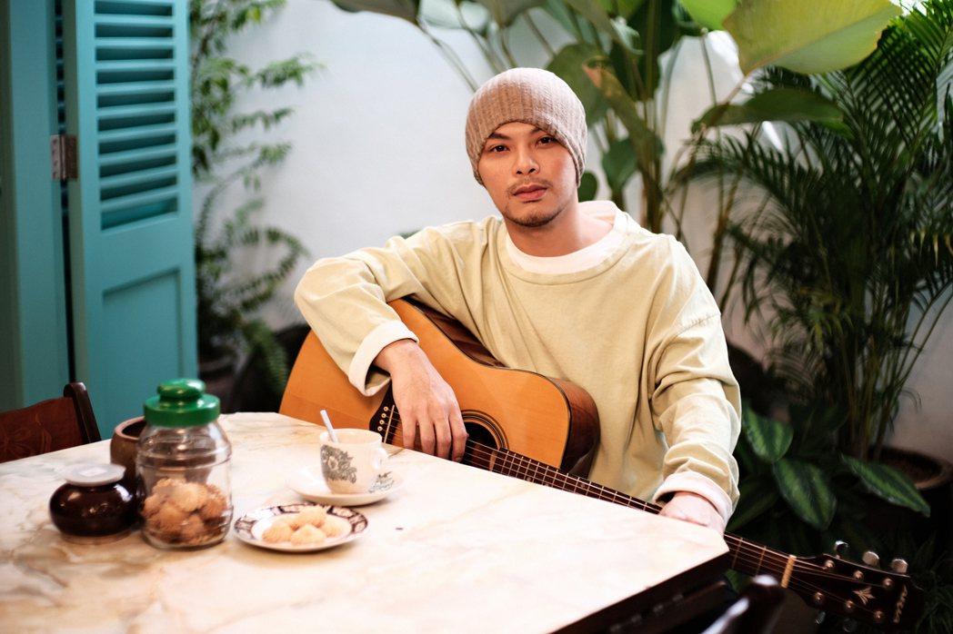 黃明志在馬來西亞麻坡的黃家古厝拍攝「我成長的地方」MV。圖/亞洲通文創提供