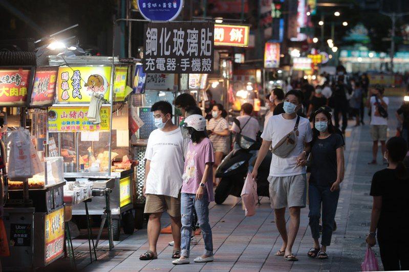 微解封後夜市等地預期將會增加人潮,有網友擔心成為疫情破口。圖/聯合報系資料照