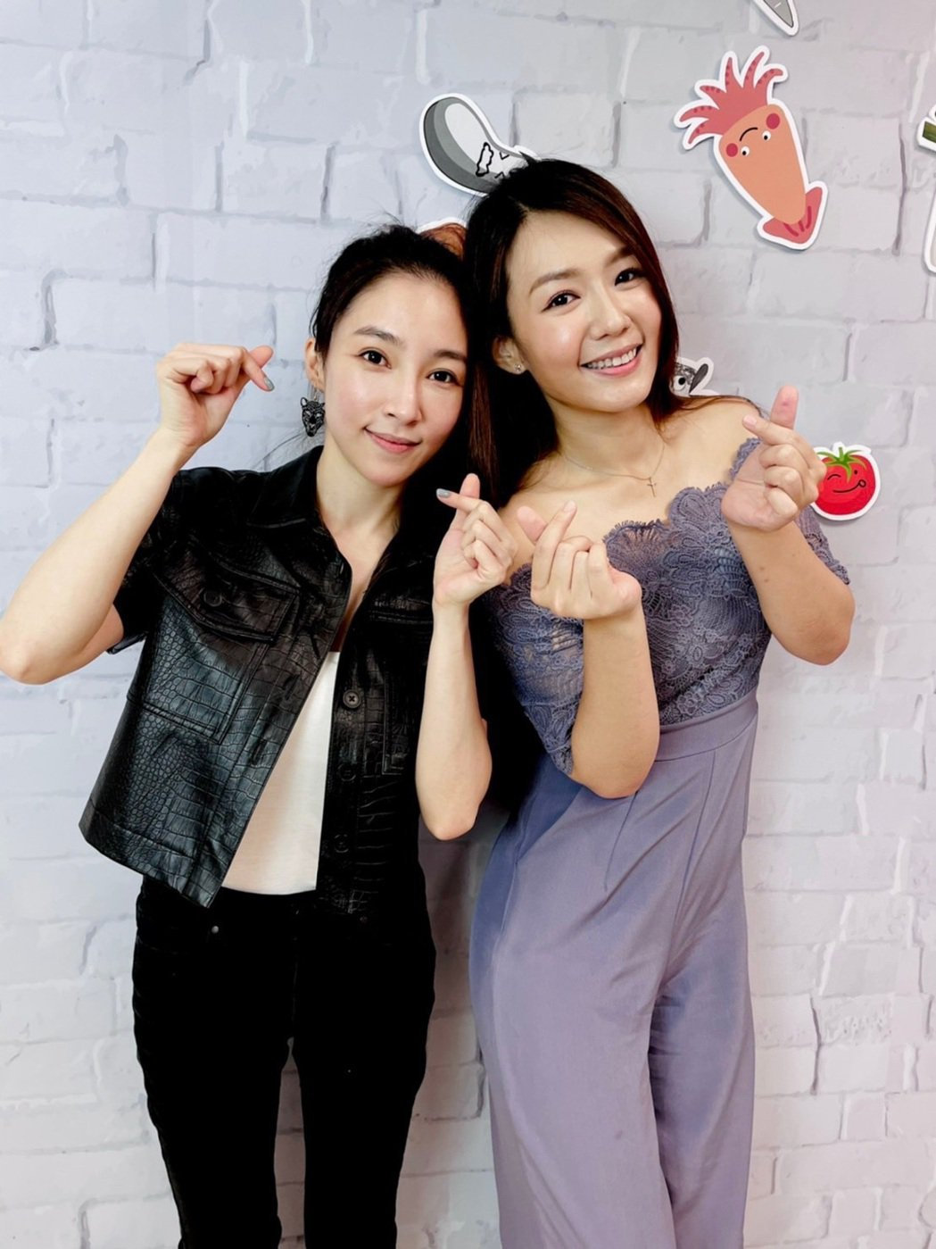 張家瑋(左)、李又汝受封台8新女神。圖/民視提供