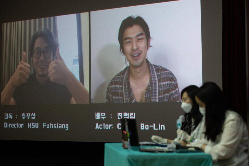 陳柏霖(右)、導演許富翔(左)舉行視訊連線論談。圖/良人行影業提供