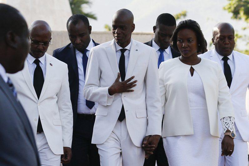 海地總統摩依士(前排中)遭暗殺案的關鍵證人、因受重傷被送往邁阿密醫治的第一夫人瑪婷(前排右)10日發表錄音聲明說,外籍傭兵殺了她丈夫。美聯社