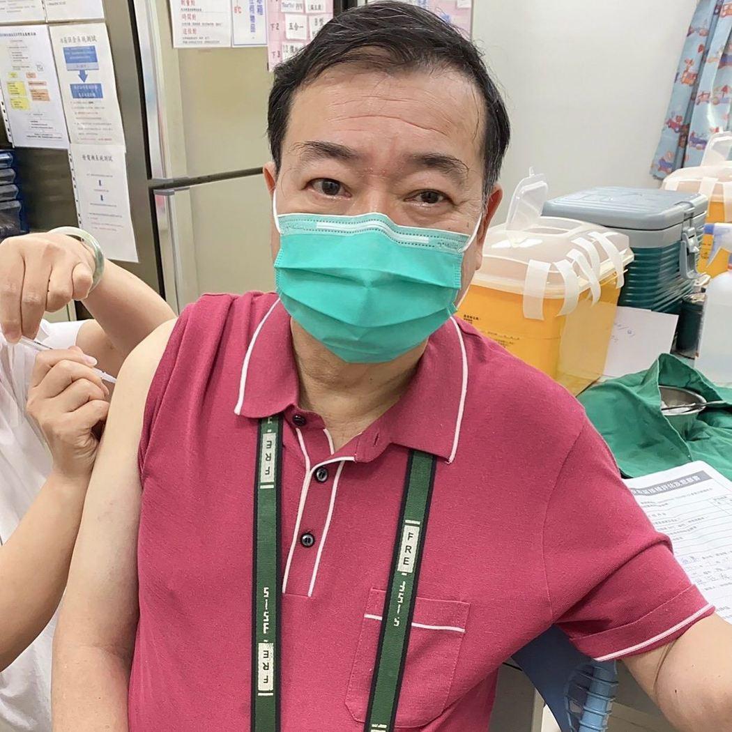 廖峻施打莫德納疫苗第一劑。 圖/擷自廖峻/錦德臉書