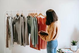 衣櫃「斷捨離」才能買新的!5種衣物必丟棄,再愛的款式都一樣