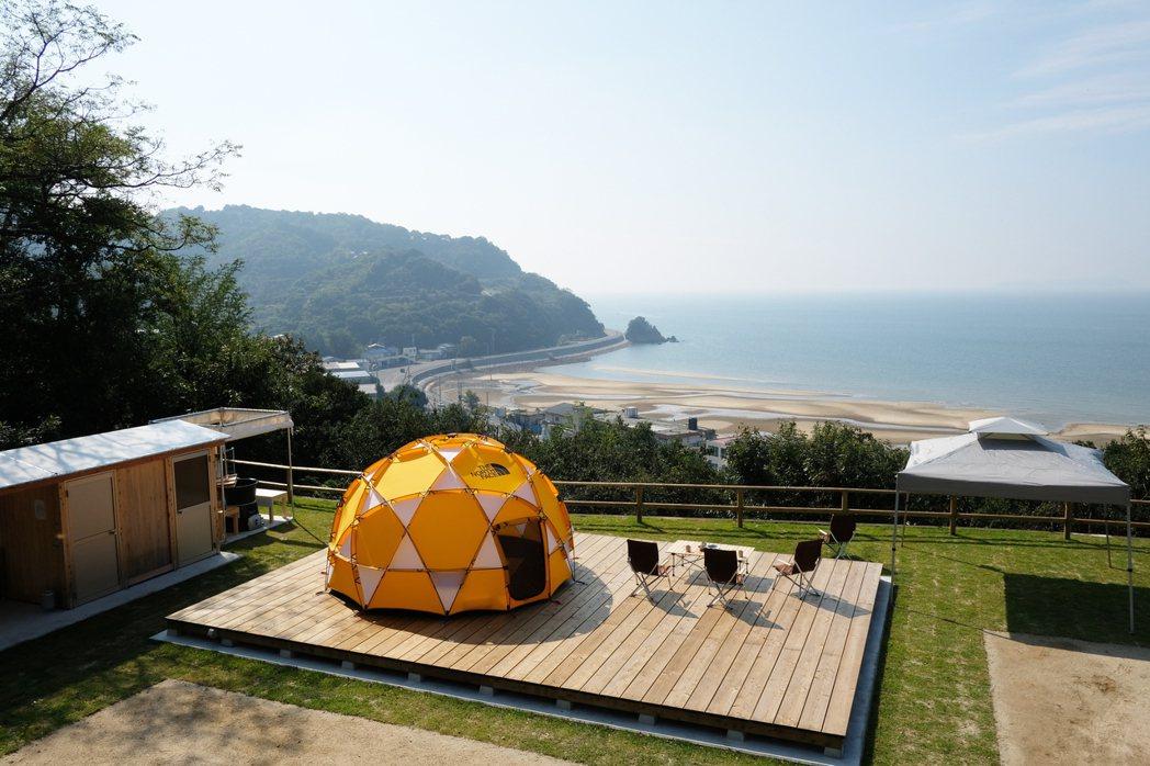 仁尾Sunset Peak帳篷所在高地充滿隱私感,附設日本傳統浴桶「五右衛門風呂...