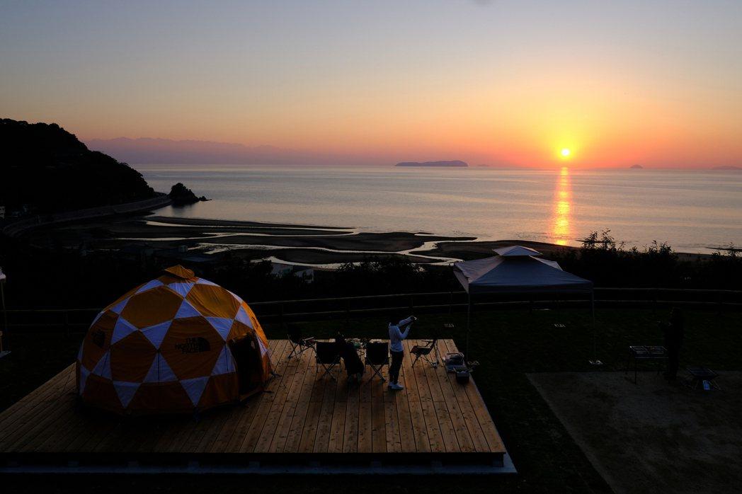 仁尾Sunset Peak步行到父母濱僅需5分鐘,隨時享受整片瀨戶內海景色。 圖...