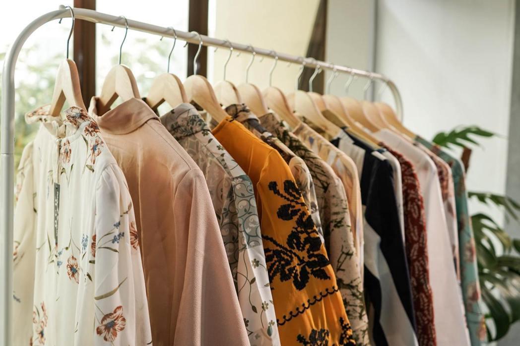 在減少製造的永續實踐方面,在快時尚領域,荷蘭也出現「借衣圖書館」。 圖/unsp...