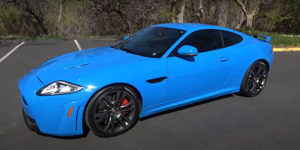 Jaguar XKR-S雖然是英國車,但原廠給它專屬的法國賽車藍車色。 截自Do...