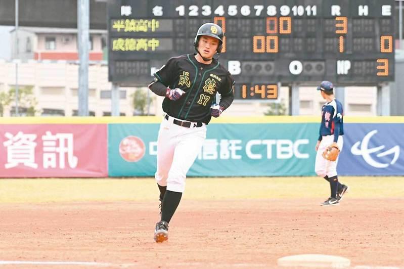 應屆高中生大物如「成德大王」王苡丞等球員,在這幾年選秀會中都是非常的熱門人選,但如何幫助他們儘快成為球隊主力,就考驗教練團的功力了! 中華棒協/提供