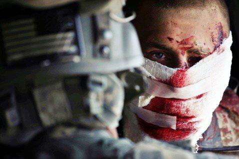 美國海軍陸戰隊的中士亨雷(Shane Hanley),2010年在阿富汗南方的赫...