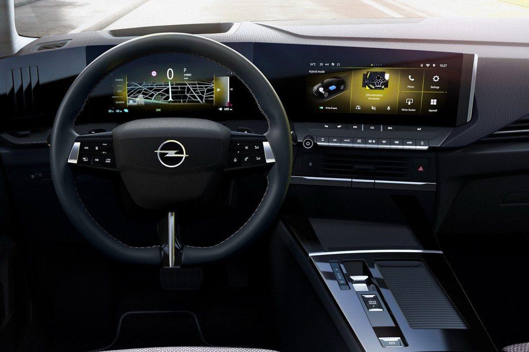 全新Astra擁有10吋大螢幕的儀表以及多媒體娛樂系統,設計相當特別的三幅式方向...
