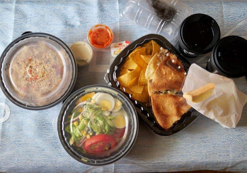 在指定的時間內專人送到的「Focus Kitchen肯恩廚房」豪邁美式餐飲