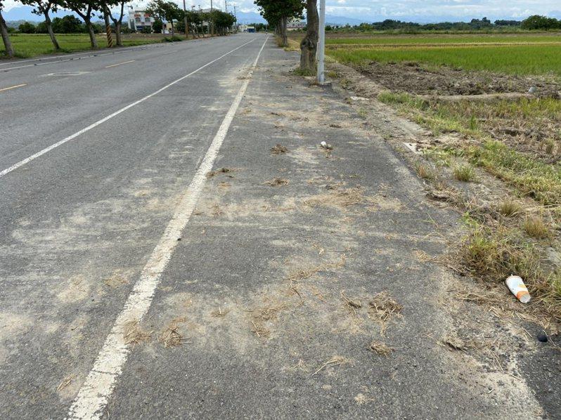 2期農作陸續灌溉,台南市環保局加強農機夾帶軟泥髒汙道路稽查。圖/南市環保局提供