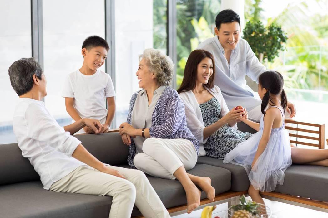 保德信國際人壽推出金豐盛利率變動型美元終身壽險,協助民眾滿足全方位的家庭和財務保...