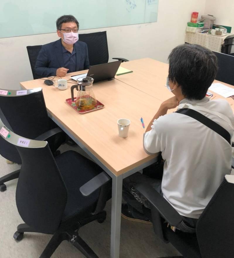 疫情期間,北市勞動局仍提供勞工職災相關協助。圖/北市勞動局提供