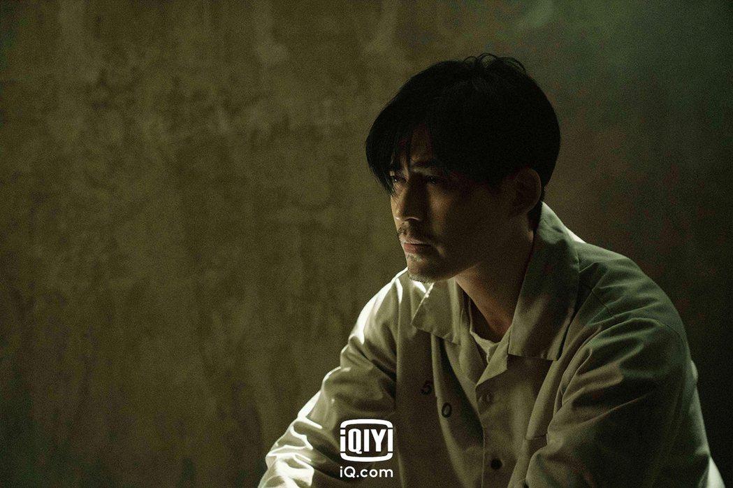 周渝民在「逆局」中詮釋律師、受刑人及心理剖繪專家等三重身份。圖/愛奇藝國際站提供