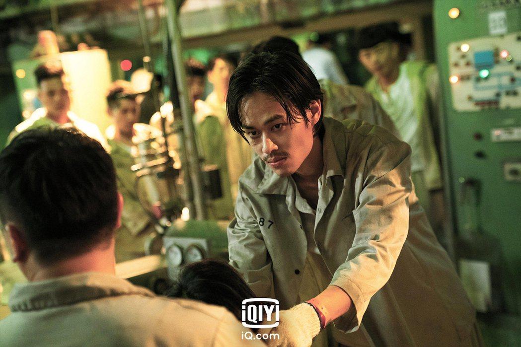 曾於台劇「火神的眼淚」中飾演消防員的夏騰宏,在「逆局」中飾演血氣方剛的受刑人穆亞...