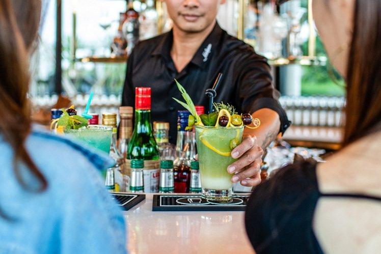 莊園內有全台第一家露營區的蘭姆酒主題吧。圖/貓鼻頭露營莊園提供