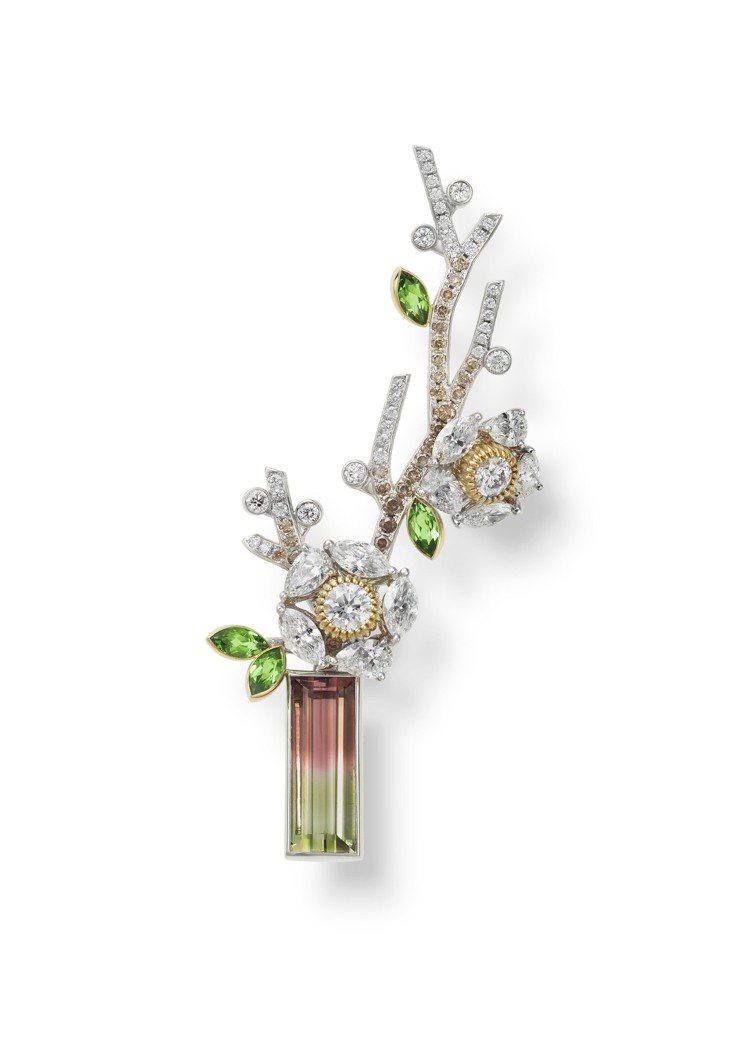 盆栽與花藝也是日本靜態美學的生動展現,並化為一件MIKIMOTO頂級珠寶胸針,價...