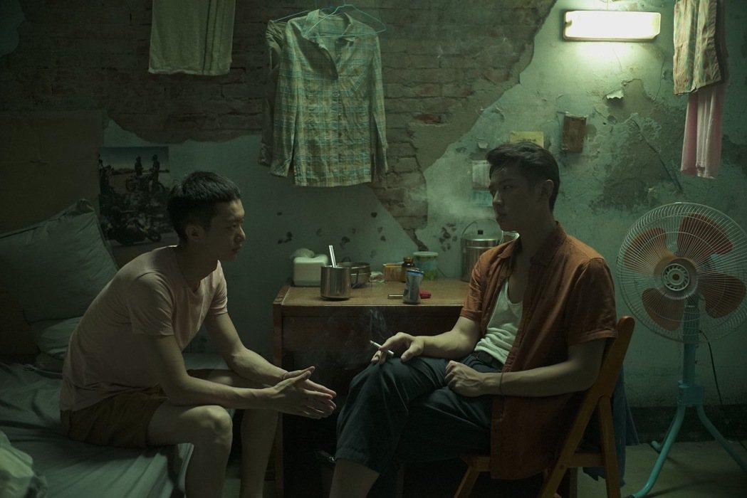 影評稱讚柯震東與白宇帆的對手戲展現一拍即合的默契,為故事增添活力生氣,魅力十足。...