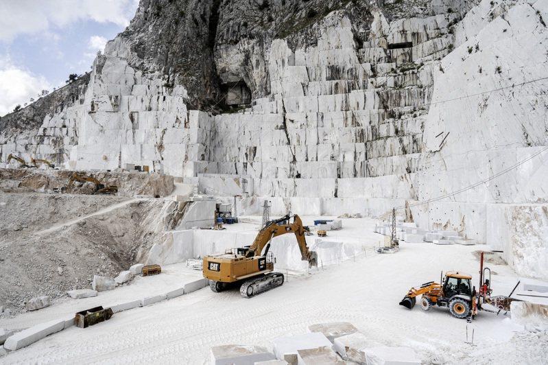 義大利托斯卡尼區卡拉拉鎮盛產大理石,數百年來,石雕一直都是當地最知名也最具價值的出口品。紐約時報