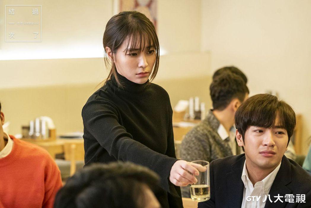 「結過一次了」劇中,李珉廷(左)為李相燁解決醫療糾紛。圖/八大電視提供